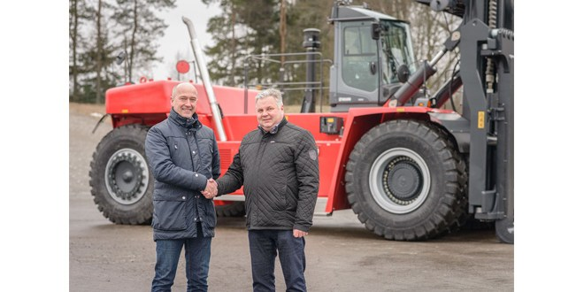 Kalmar delivers two super-heavy forklift trucks to Finnish steel mill