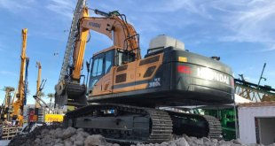 Whelan Plant Sales show the latest Hyundai excavators at CQMS in Ireland