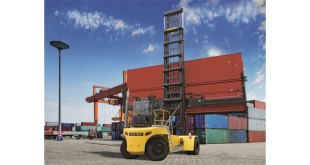 New Hyster 11t Empty Container Handler lifts two reefers with ease