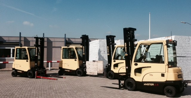 4 Hyster® forklifts with new side battery extraction system for VBI Weurt