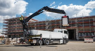 Hiab strengthens its loader crane portfolio with new, pioneering building material crane mod