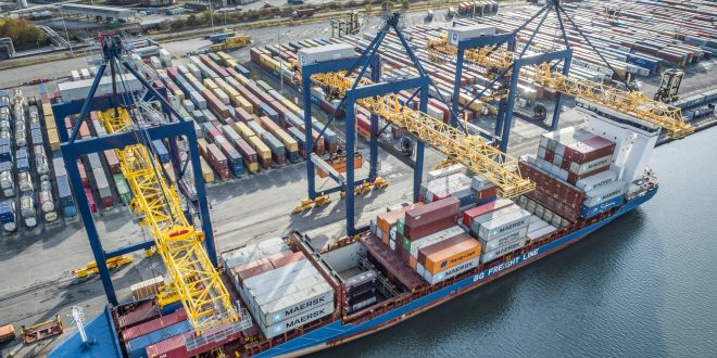 PORT OF GRANGEMOUTH DELIVERS FASTER SERVICE AS NEW CRANE GETS TO WORK