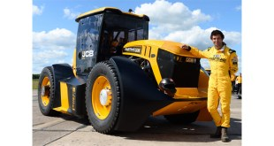 JCB Fastrac tractor with Guy Martin behind the wheel storms to new British speed record