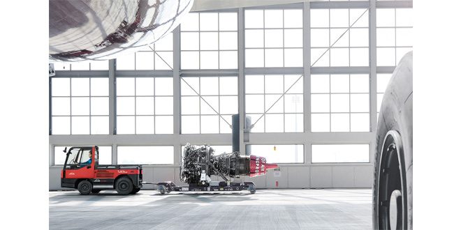 Linde Material Handling presents Linde P250 FuelCell tow tractor at inter Airport Europe