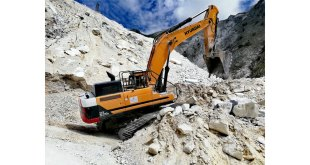 The Italian Job! Hyundai HX520L takes the leading role at Tuscan marble quarry