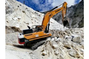 The Italian Job! Hyundai HX520L takes the leading role at Tuscan marble quarry