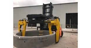 Pipe handling made simple with chamber ring and pipe clamp forklift truck attachment