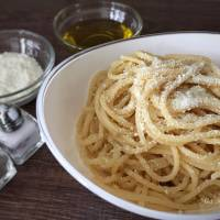 Spaghetti with olive oil and mizithra