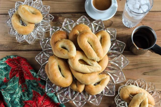 Christmas koulourakia with yeast (Χριστουγεννιάτικα κουλουράκια με μαγιά)