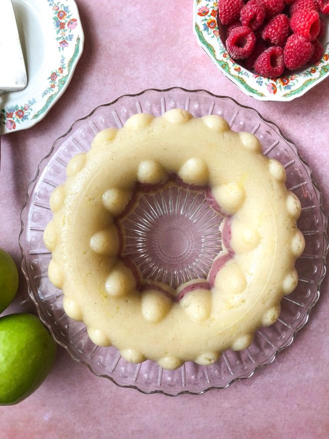 Halva with apple and raspberry