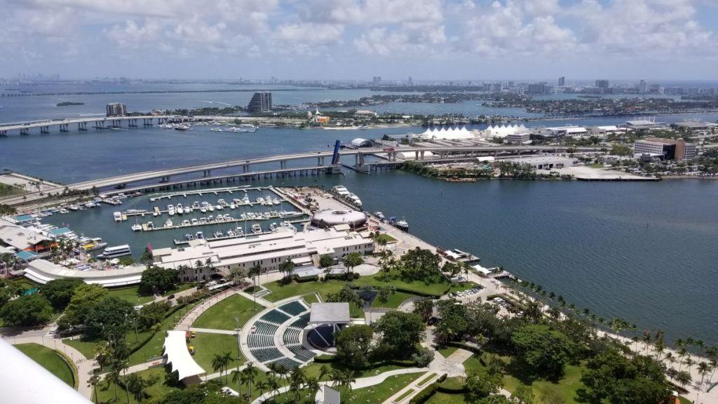 50 Biscayne Skyline Views Downtown Miami