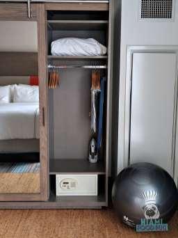 EVEN Hotel - Closet