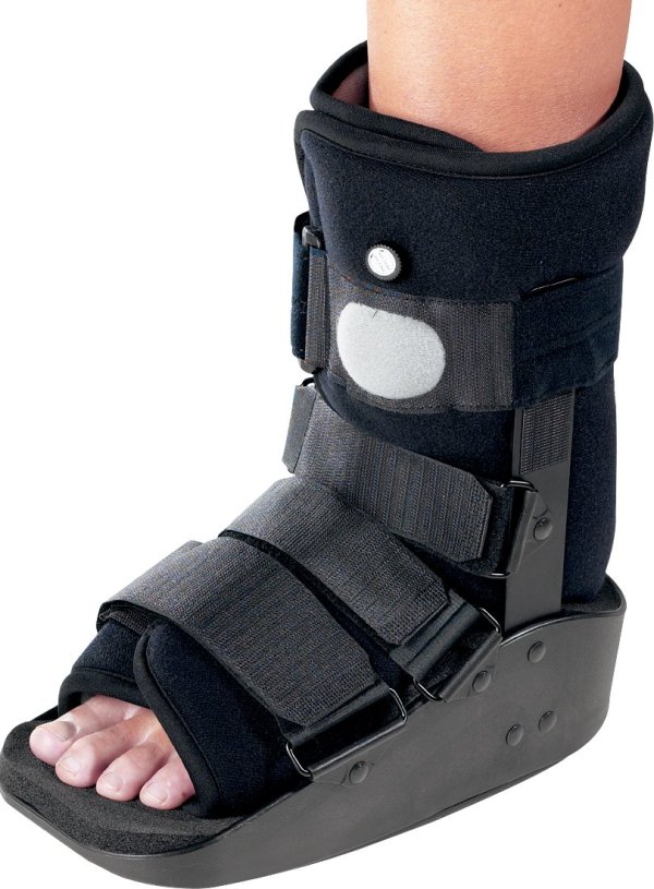DonJoy MaxTrax Air Ankle Walker Brace