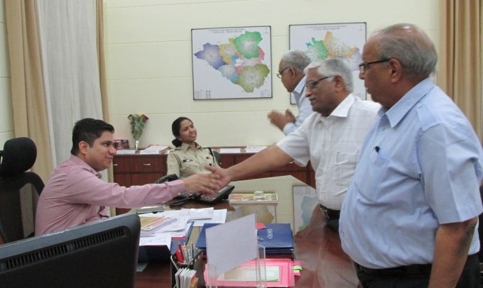 MIA Office Bearers Meet Dist. Collector