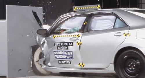 2013-toyota-camry-iihs-small-offset-crash-test