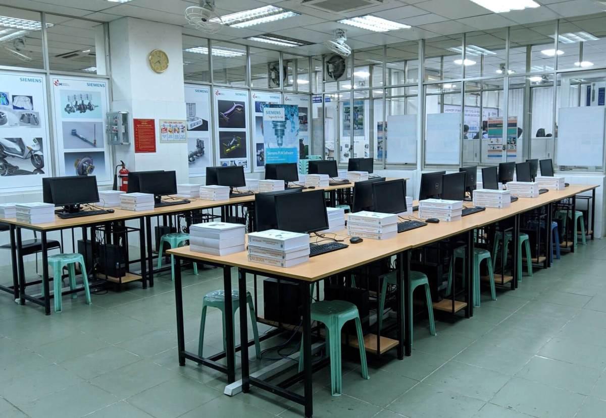 Phòng Học Phần Mềm Siemens với Sách do Micad Việt Hóa và Đào Tạo