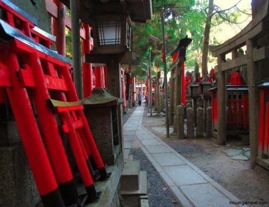 fushimi-inari-hilltop-shrine-kyoto-micah-gampel-2010