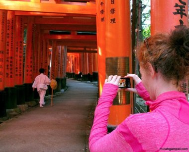 fushimi-inari-photo-walk-client-kyoto-micah-gampel-2010
