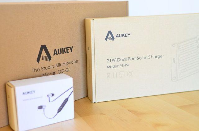 accesorios aukey cargador solar auriculares