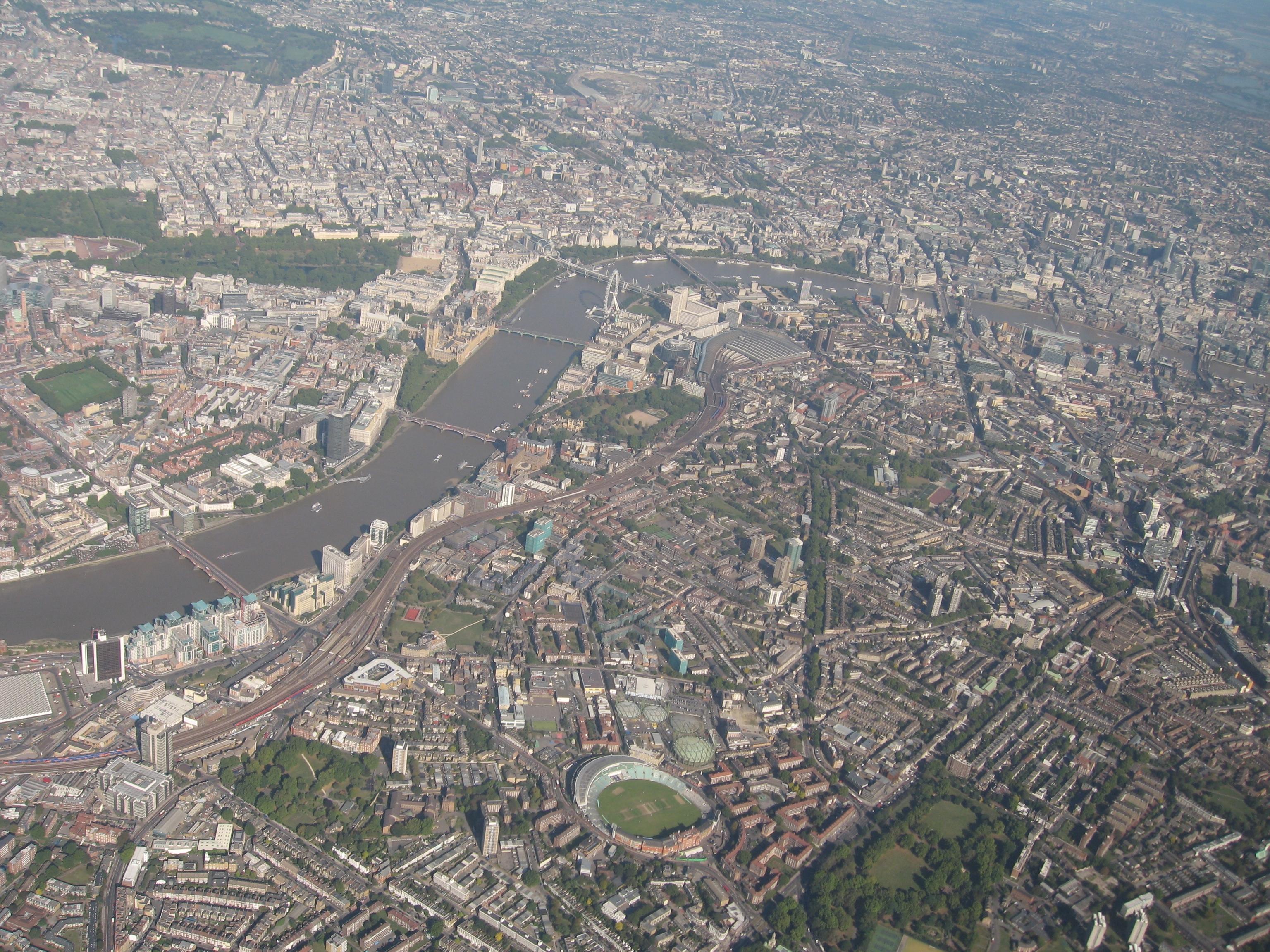 Die Londoner City aus der Lusthansaeinflugschneisenperspektive