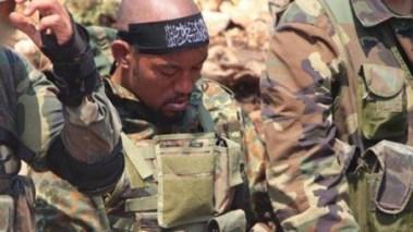 """Der Passdeutsche Rapper Denis Mamadou Cuspert, bekannter unter seinem Rapper-Namen """"Deso Dogg"""" als Dschihadkämpfer mit dem Namen Abu Talha al-Almani (in Syrien)"""