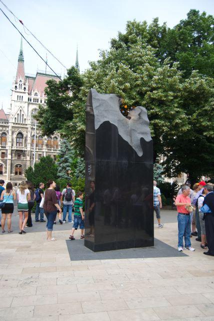 Памятник погибшим во время событий 1956 года