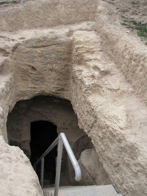 Вход в пещеру зелотов