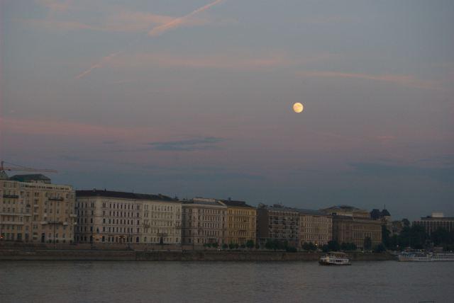 Луна над Будапештом