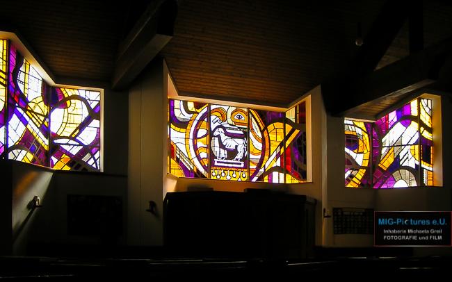 6D/Fb: Licht und Glas im sakralen Raum – Kunst interpretiert Bestehendes neu. – Osterzeitimpuls – Impuls-Reihe Teil 21 – Lange Nacht der Kirchen