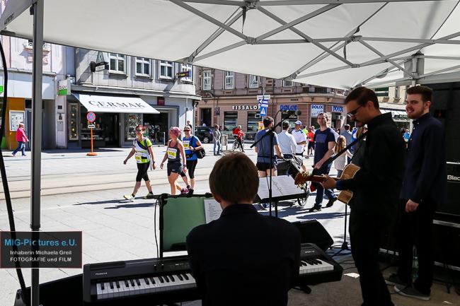 "6D/Fotostrecke: Jazz.Pop.Rock-Ensemble ""Gentle Persuasion"" LIVE @Linz Donau Marathon 2017, 9.4.2017 – Veranstaltungsfotografie"