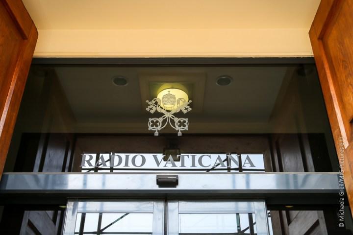 6D/Fb: #eurotours2017 – Gespräche bei Radio Vatikan und im Vatikanischen Presseamt und eine Reiterstaffel der Polizei als Touristenattraktion – Italien – Welt der Frau & Kurier – #FRAUEN #digitaleKIRCHE #vatikanischeMedienreform, #Digitalisierung #Recherche