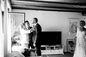 Getting Ready Reportage wunderschoen Reportage Hochzeit Foto Hochzeitsfotografin Michaela Klose Paarfotos