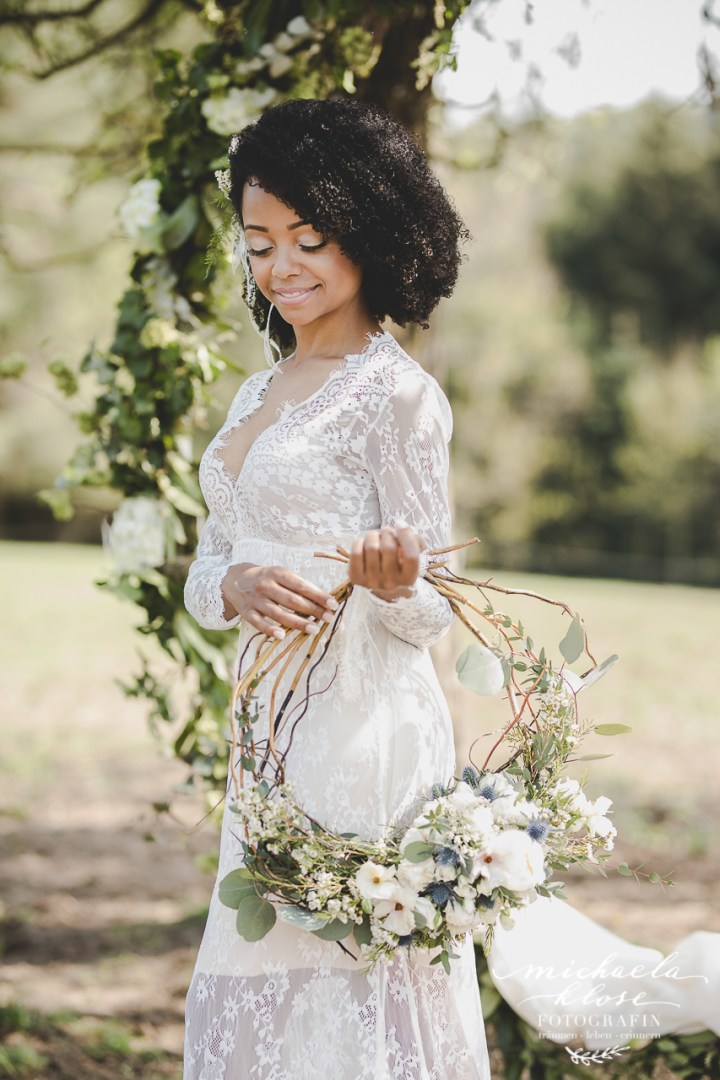 Braut Inpirationsshooting Styled Shoot Landlust Flower Ring Lantern Brasilian Bride Vintage