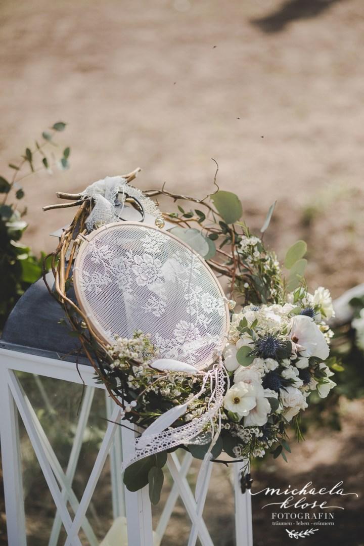 Braut Inpirationsshooting Styled Shoot Landlust Flower Ring Lantern Brasilian Bride Vintage Tamburin DIY Spitze Boho