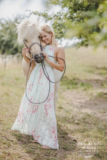 Portrait Lady Frau Blond Pferd Islandpony