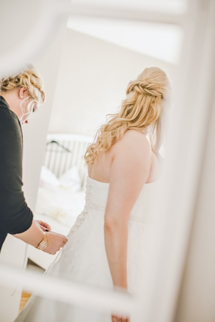 Hochzeitsreportage Getting Ready Trauzeugin
