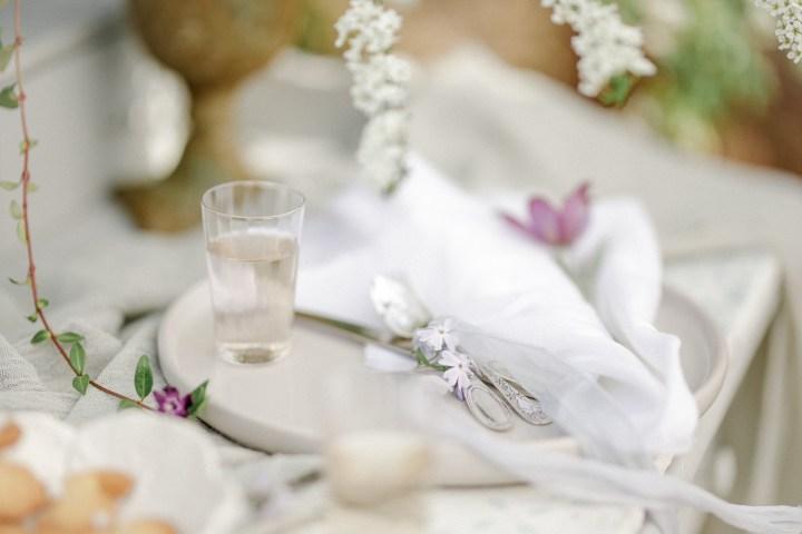 Verlobungsring Hochzeit im Garten Hochzeitsfotografin Osterhase Plätzchen