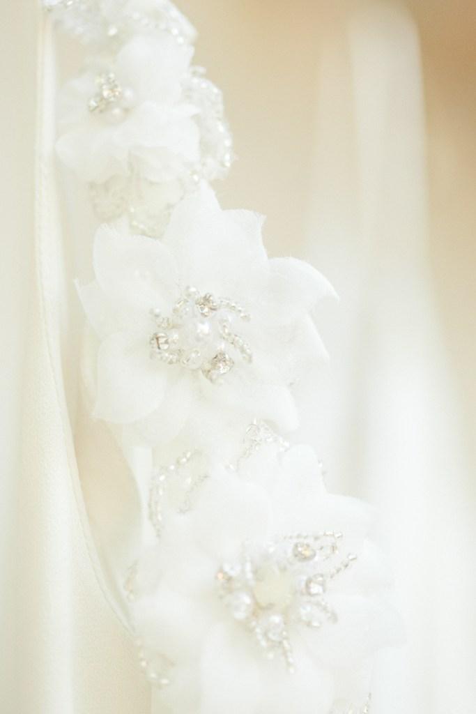 Brautkleid Detail Seide Applikation