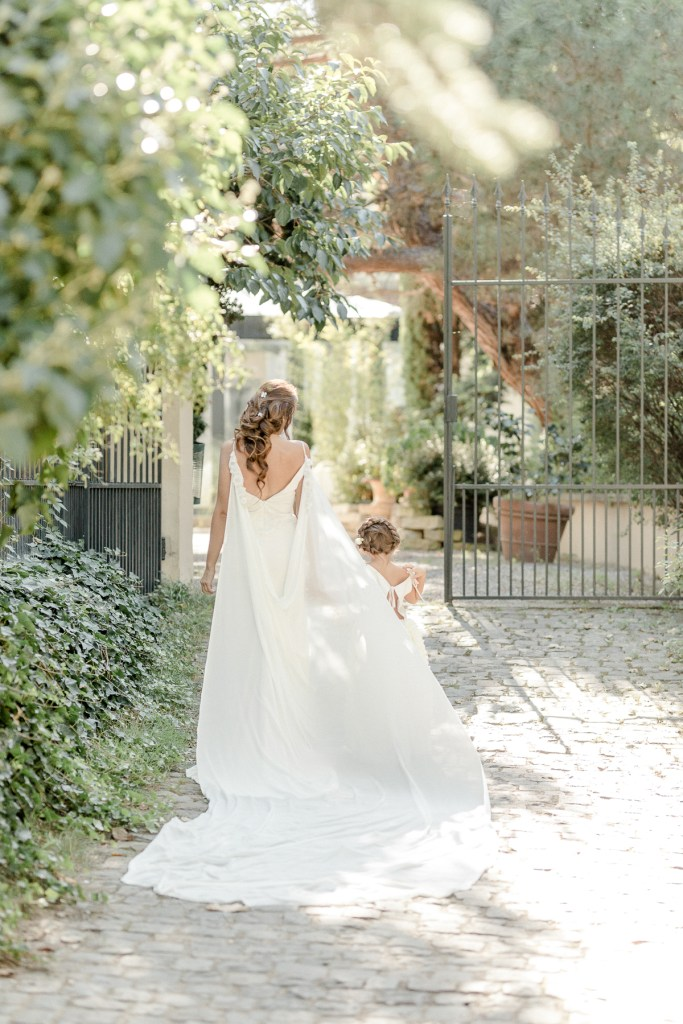 Braut und Tochter Brautkleid Schleier Cape Seidencape