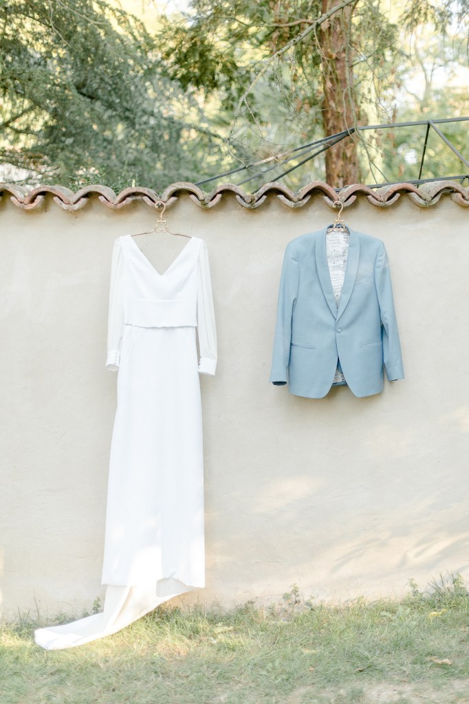 Toskanischer Garten Hochzeitskleid und Anzug Hellblau