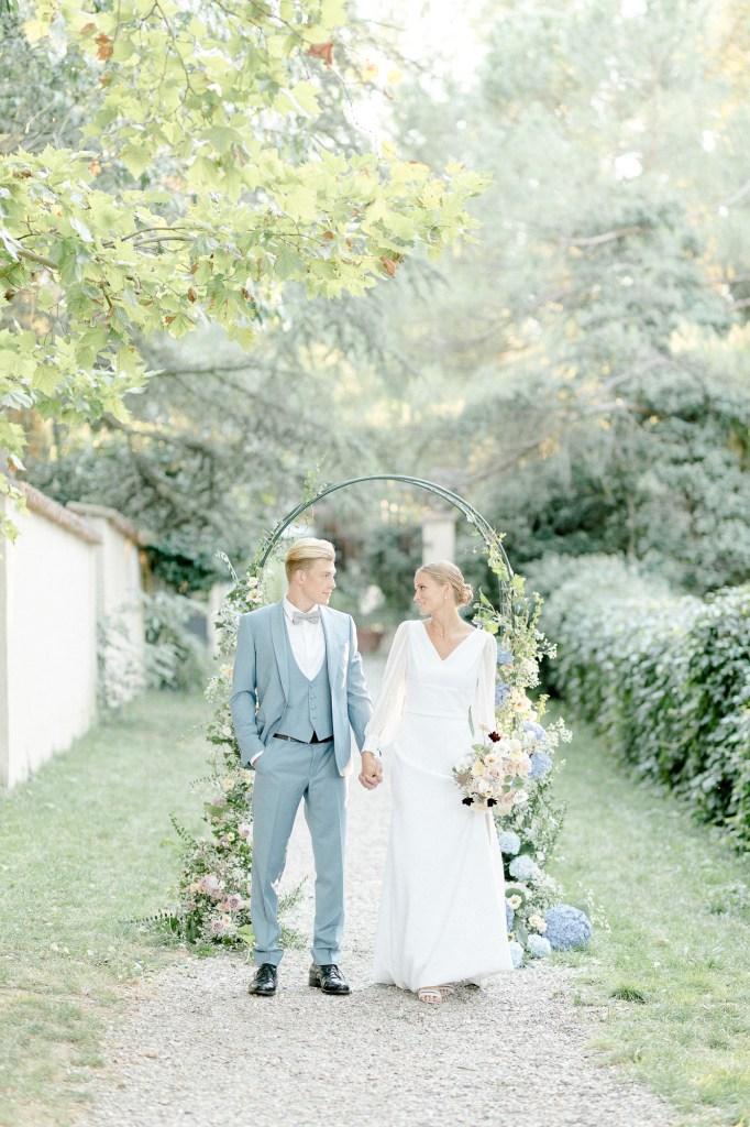 Freie Trauung Fine Art Hochzeit Traubogen Brautpaar Hochzeotsfotograf