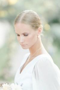 Feine Hochzeit in der Pfalz Braut minimalistischer Look