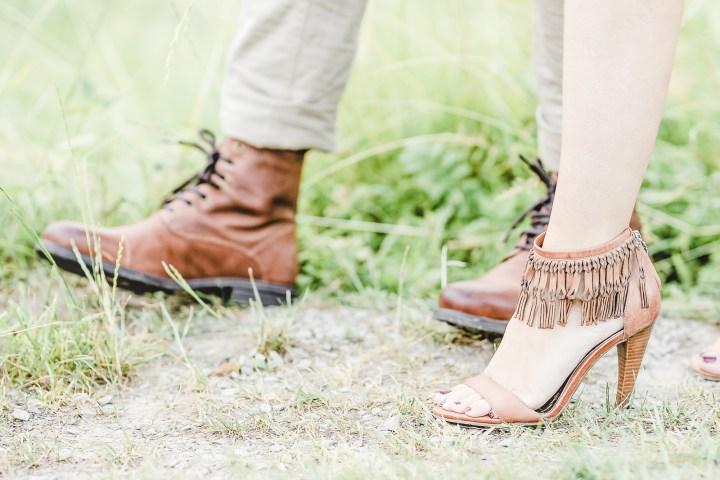 Schuhe zum Verlobungsshooting