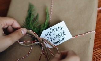 EASY $3 Minimalist Christmas Gift Wrapping DIY