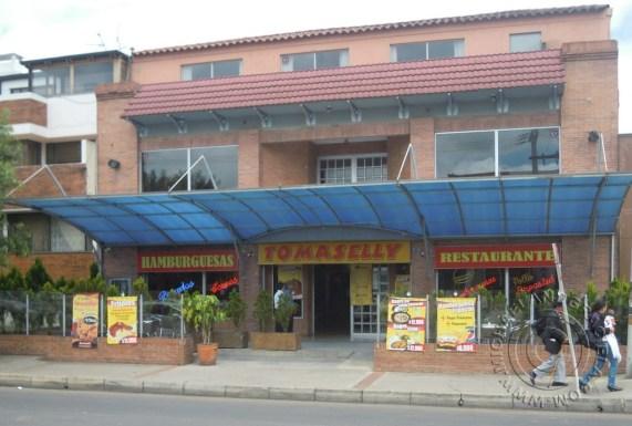 Outside of Tomaselly Carrera 136 con Avenida 19