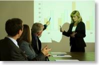 PowerPoint-Präsentation während einer geschäftlichen Besprechung