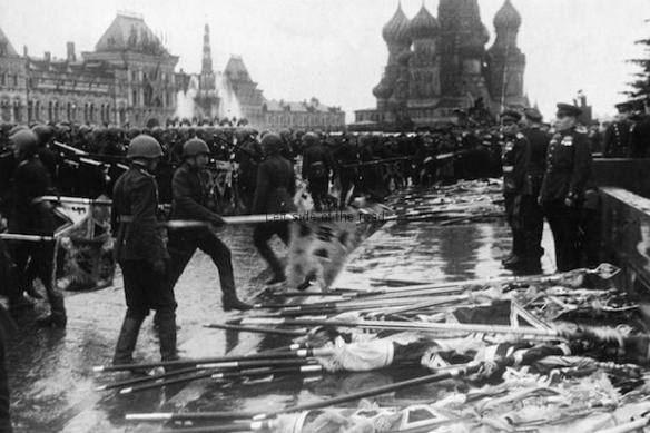 Nazi standards dumped in Red Square