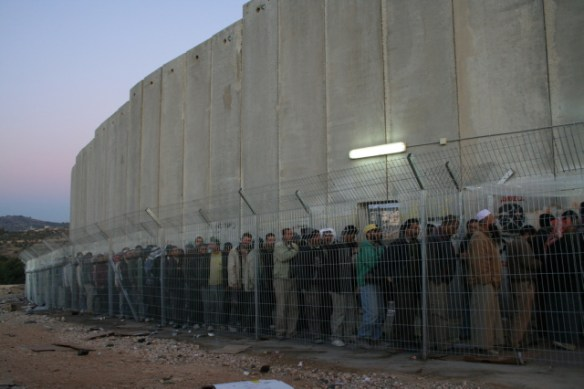 Dawn queue for Palestinians at Israeli checkpoint