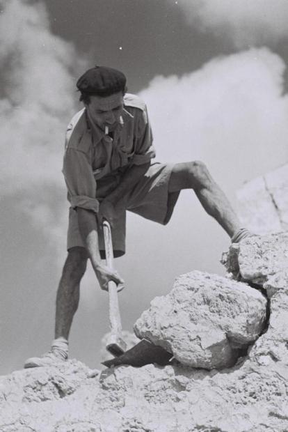 Morocaan immigrant doing road work, 1949