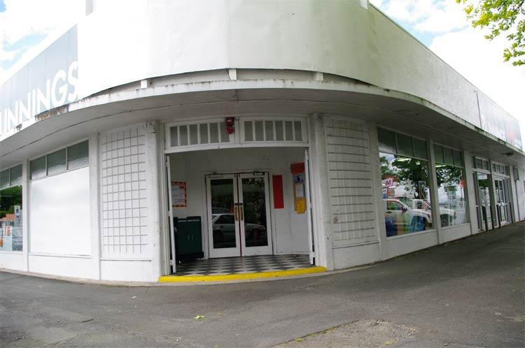 Queen Street, Lake Street corner